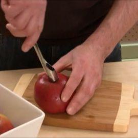 Как вырезать сердцевину у яблока