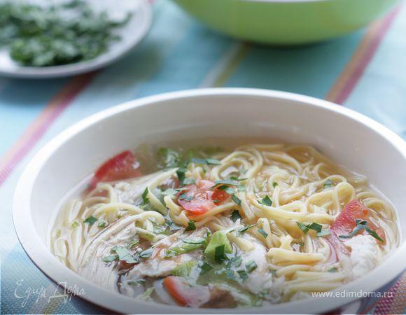 Холодный острый суп с овощами и лапшой
