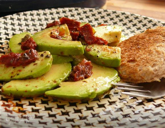 Карпаччо из авокадо с лимонным дрессингом