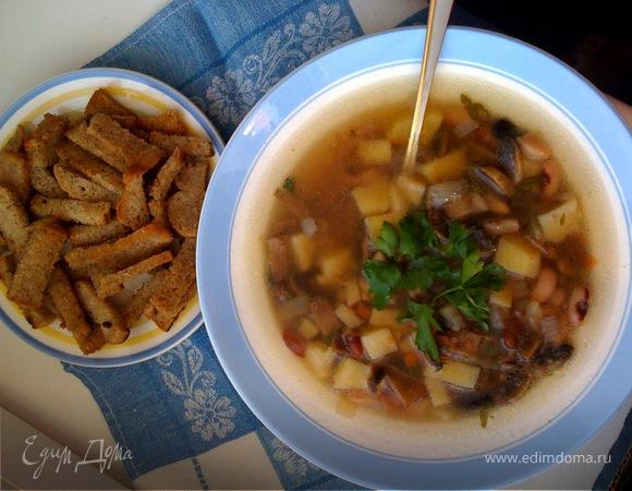 Ароматный постный суп с сухариками