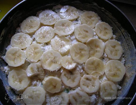 Запеканка творожная с цукатами и бананом