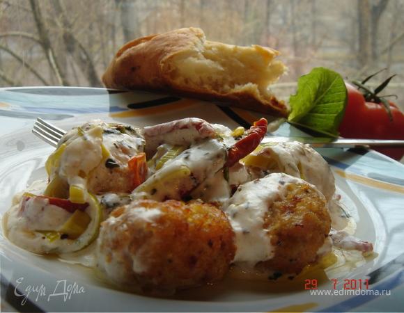 Куриные тефтельки в йогуртовом соусе(к изумительной фокачче)