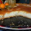 Снежный тарт с карамельным соусом