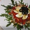 Мясной салат с руколой и перцем