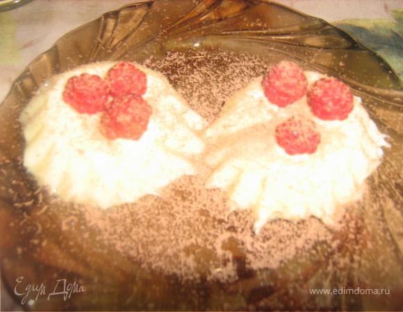 Йогуртово-медовая панна котта с малиной