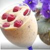 Персиковый десерт с мятой и малиной.