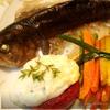 Речная форель с овощами под белым винным соусом