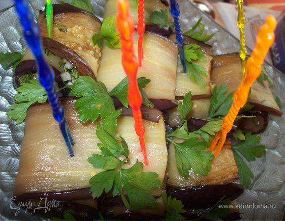 Рулетики из баклажана с чесноком и зеленью