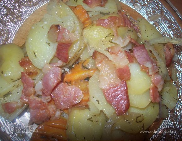 Картофель ломтиками, запеченный с беконом