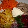 Салат из свежих овощей с мясом и картофелем пай