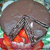 Шоколадный торт с клубничным кремом