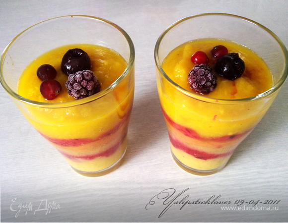 Многослойный фруктовый смузи