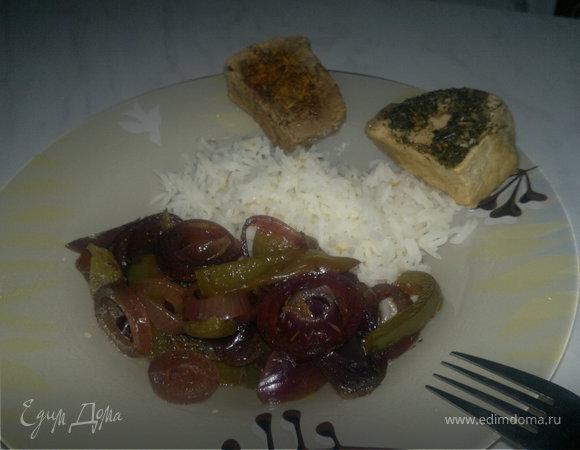 Говядина в Стиле Южных штатов Америки с индийским оттенком + свинина в стиле Прованса и гарнир из белого риса и обжареных в бальзамике перца и лука