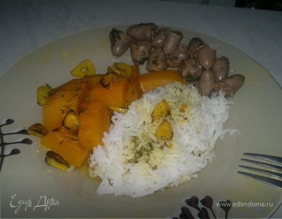 Куриные сердечки в белом винном уксусе и белый рис с острой чесночной тыквой