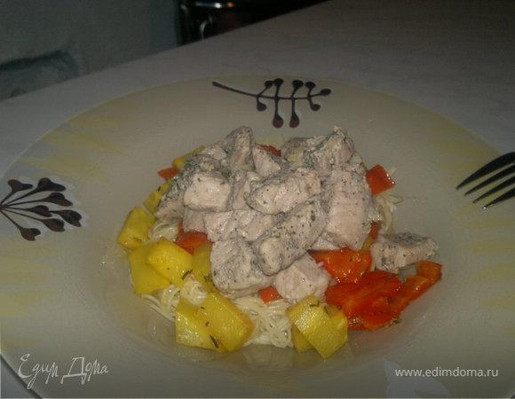 Паста с корнем сельдерея и сладким перцем, свинина тушеная с шалфеем и уцхо