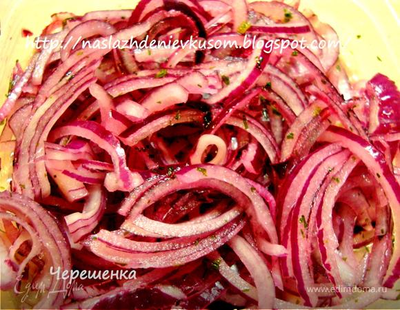 Тортильяс с рыбой, помидорами, маринованным луком, салатом и соусом «Дзадзики»