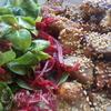 Свинина, маринованная в меде, с освежающим салатиком