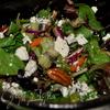 Салат с киви, пеканом и козьим сыром