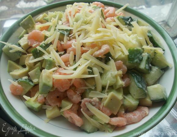 Салат из авокадо и креветок с имбирной заправочкой