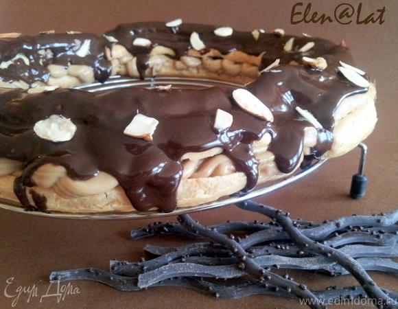 Пирог-кольцо из заварного теста с нежным кофейным кремом