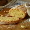 Ореховый кекс с клубничным соусом