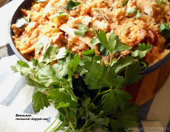 Джамбалайя с бурым рисом и копченой курицей