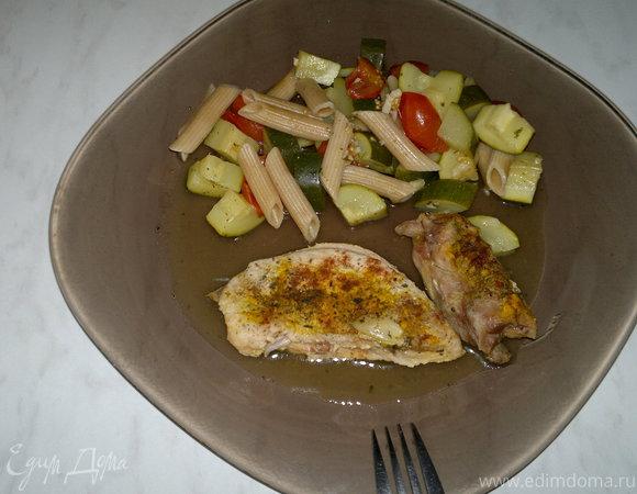 Запеченная птица с пастой из цукини и помидоров черри