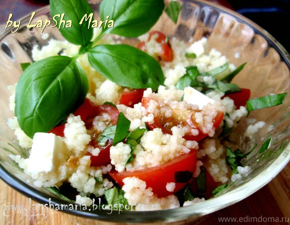 Салат с кускусом, помидорами и фетой
