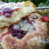 Булочки с ягодами (мягкие внутри и хрустящие снаружи)
