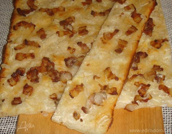 Пирог эльзасской кухни (фламменкухен)