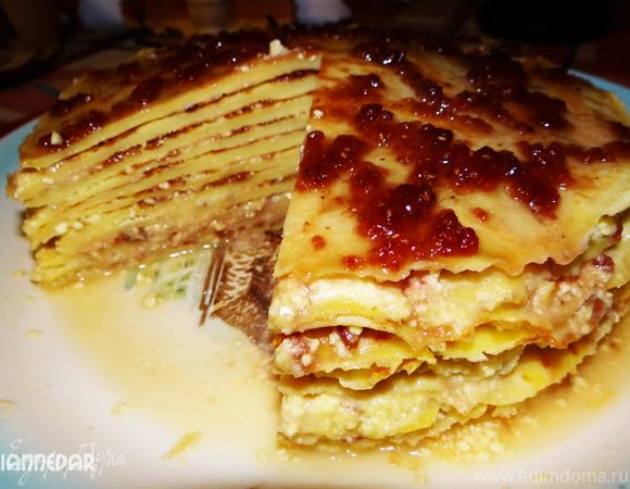 Блинный торт с нежным творожным наполнителем и малиновым джемом