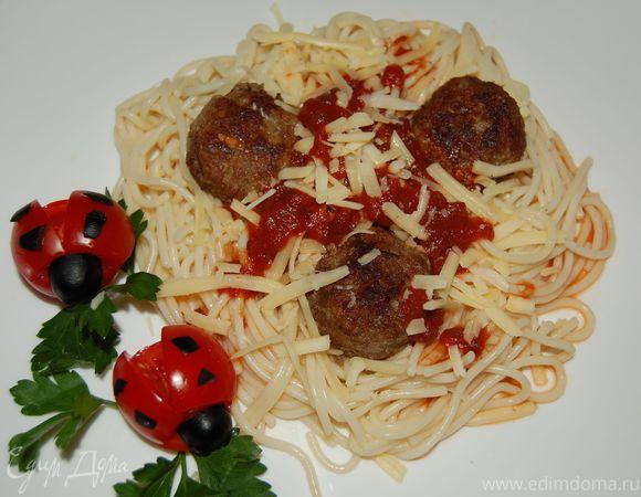 """Тефтельки и спагетти с соусом """"Божья коровка"""""""