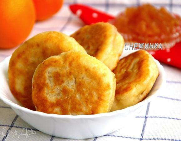Пирожки на кефире без яиц с домашним яблочным вареньем с корицей