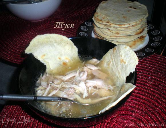 Мексиканский куриный суп с тортильяс