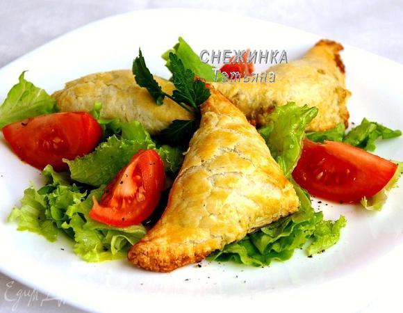 Салат с пирожками из морепродуктов