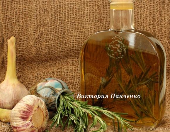 Оливковое масло с чесноком и розмарином