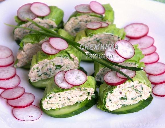 Легкий закусочный рулет из салатных листьев