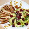 Теплый салат с черешней и курицей