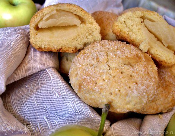 Песочное печенье с половинками яблок