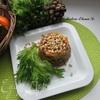 Салат с форелью, хурмой и кедровыми орешками