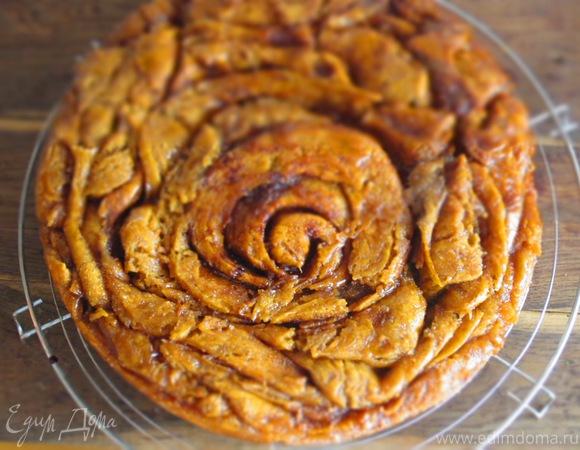 Кофейный пирог-спираль с карамелью