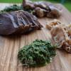 Свежий соус из зелени к мясу