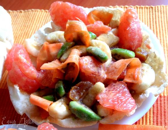 Фруктовый салат в съедобной тарелке