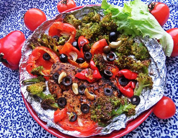 Курочка в итальянских приправах с запечёнными овощами