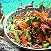 Салат с вяленой колбаской под лимонной заправкой