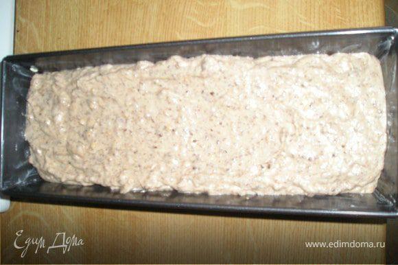 Подмешать аккуратно белки и физалис в тесто. Выложить в смазанную маслом форму.