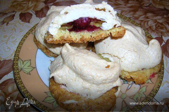 А это другой вариант печенья. Основа - домашнее песочное печенье, а внутри вишенка.