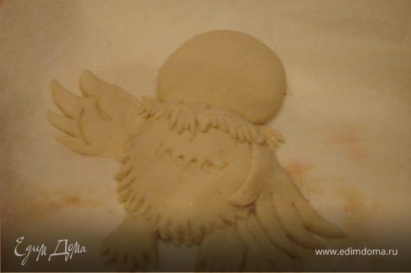 Когда лапки готовы - лепим хвостик и крылья.Пользуемся ножницами и деревянной палочкой(можно зубочисткой).