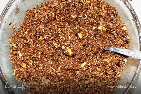 Перемешать все сухие ингредиенты(кроме марципана),Добавить шоколад,масло и мёд.Количество масла и мёда определите сами.Масса при сжимании должна формироваться,но не быть жидкой.