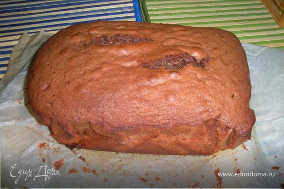 Готовый торт достать из формы и дать ему остыть.После остывания разрезать на ровные коржи.